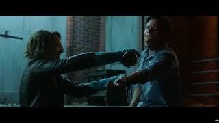 Энни пытается достать пулю из руки Макса .Ночные игры 2018