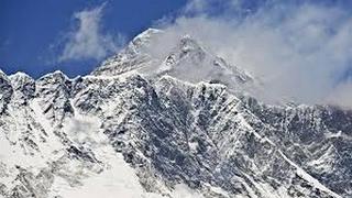 قمة جبل #إفريست.. التحدي المستحيل