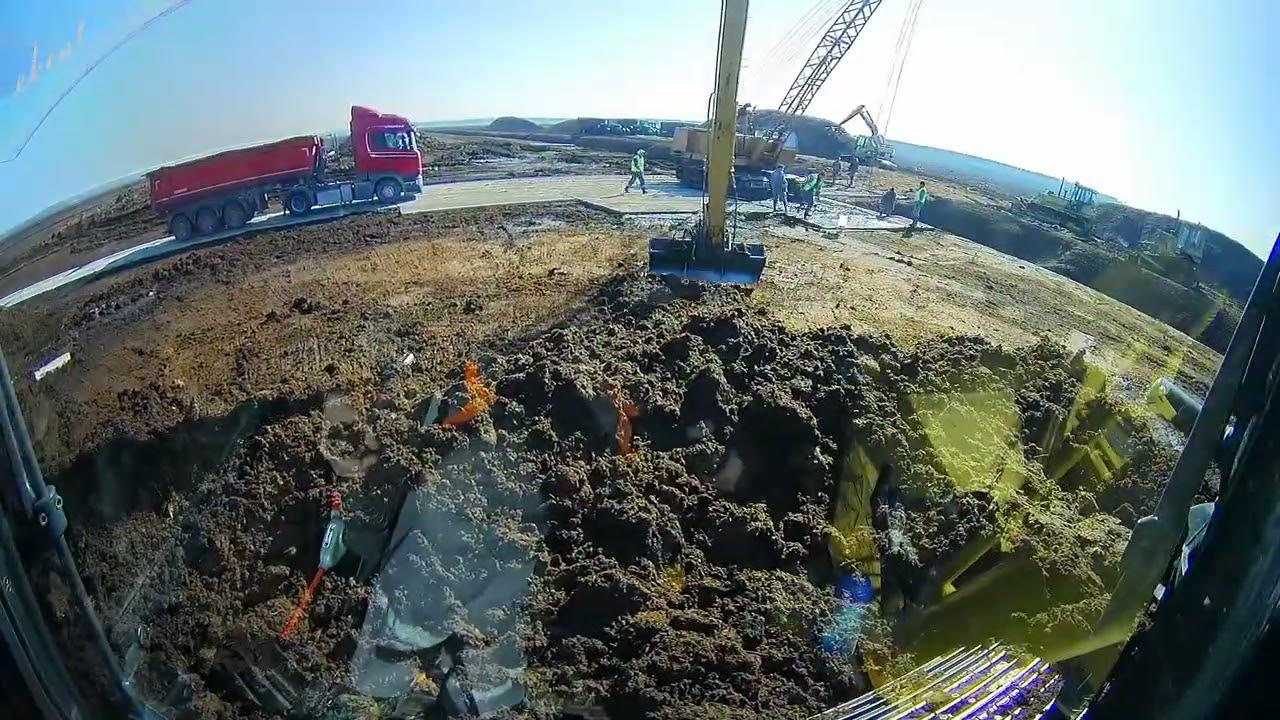 Строительство площадки на торфяном болоте Длиннорукий экскаватор