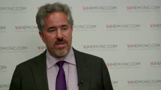 Is momelotinib effective at improving anaemia and splenomegaly in MF?