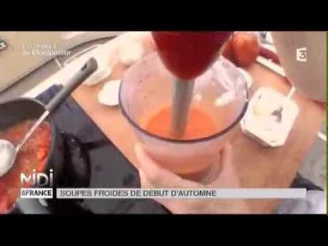 recette-:-soupe-froide-de-poivrons-et-crème-de-courgettes-sur-dés-de-tomates