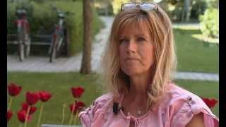 Maude som har afasi efter en stroke kommunicerar genom videosamtal