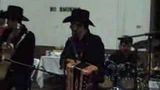 exmusikos de ramon  vega,tocando una de chuy vega