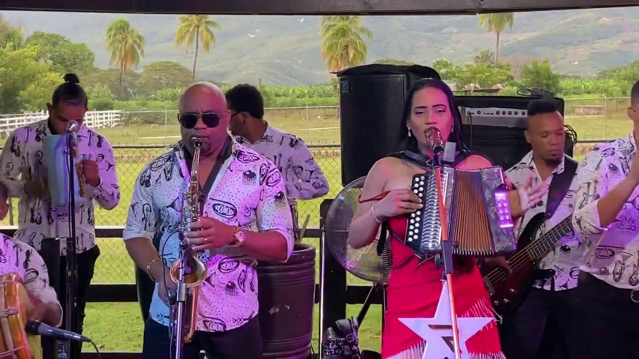 Raquel Arias - Amada Y Deseada |EN VIVO| (Fiesta Privada Bonao, RD)