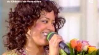 Amel  Bent - La fete de la musique - Le café des délices