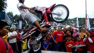 wheelie machine at cub prix muar (original video)