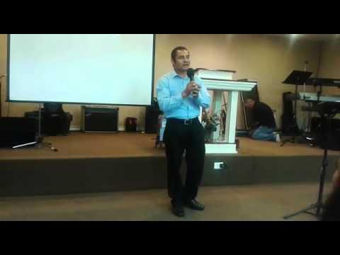 Pastor Miguel en la iglesia el shaddai en Dallas tx cantando para la gloria de Dios