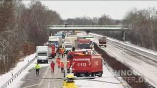 09.12.2010 - Massencrash mit 7 LKWs und 13 PKWs A27 bei Walsrode