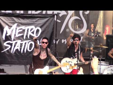Metro Station  Seventeen Forever Warped Tour 2015