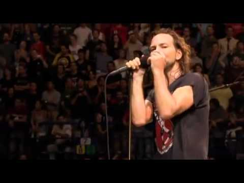 Pearl Jam - Yellow Ledbetter (2006 - Live In Italy)