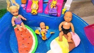 #Катя и Макс в бассейне. Самый популярный матрас для кукол разорвали на части. Мультик про кукол