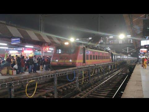 18623/Islampur - Hatia Express on Patna Junction in Bihar
