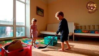Дети играют в домашний хоккей. МанкиИгры#54