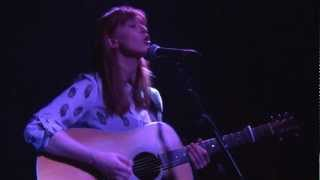 Orla Gartland Live in London: Roots