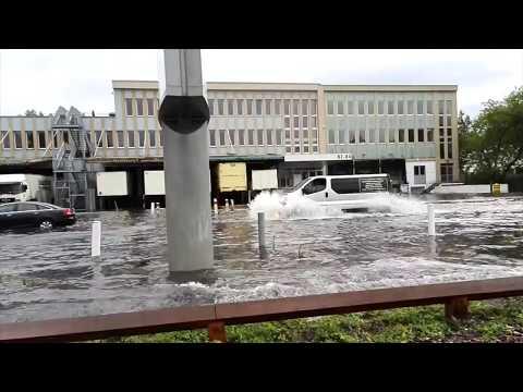 Unwetter in Berlin - Wieder Straßen und Bahnhöfe überflutet