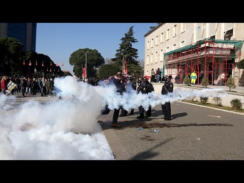 شاهد.. متظاهرون يكسرون طوق الشرطة الألبانية عند مبنى رئاسة الوزراء…  - نشر قبل 5 ساعة