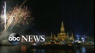 Video Bangkok Celebrates Arrival of 2016 download MP3, 3GP, MP4, WEBM, AVI, FLV Juli 2018