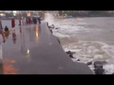 Monsoon Water Splash Haji Ali Dargah Walking Bridge