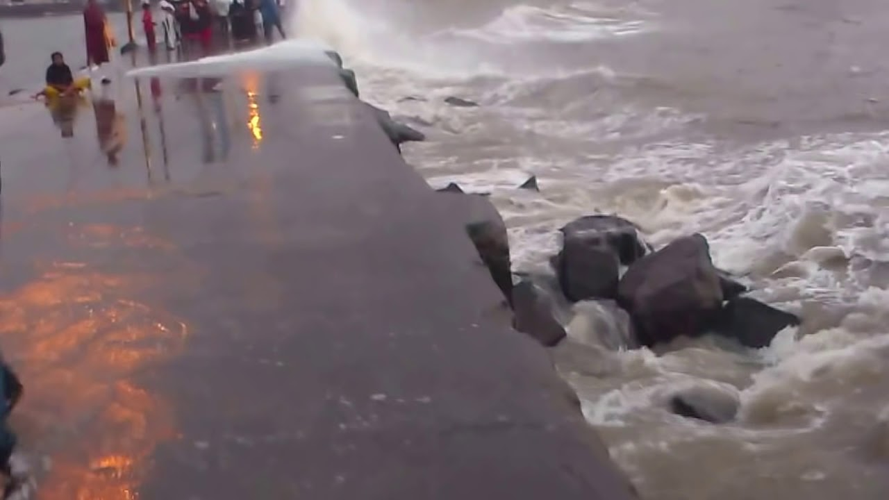 Monsoon Water Splash Haji Ali Dargah Walking Bridge Youtube