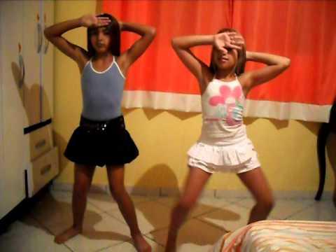 Thamires e Thalita dançando RAGATANGA