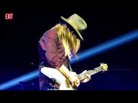 Poison - C.C. DeVille's Guitar Solo 2017 XXX Tour MGM Grand Arena