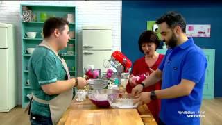 Ver Fırına - Haftanın İlk Programında Yarışmacıların Görevleri Katlı Pasta Yapımı - 1 (01.06.2015)