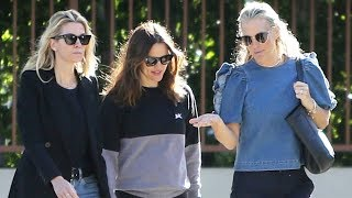 Jennifer Garner Meets Up With Supermodel Molly Sims For Breakfast