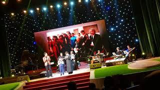 Thần đồng âm nhạc Evan Lê nói tiếng Việt trên sân khấu đêm Hành Hương