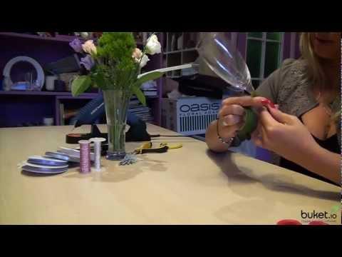 Cмотреть видео онлайн Как украсить свадебные бокалы живыми цветами