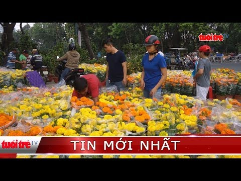 Trưa 30 Tết nhiều điểm bán hoa ở TP.HCM quyết không giảm giá