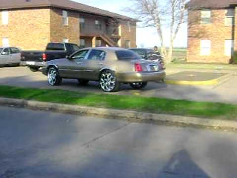 26 Karat Gold Lincoln Town Car On 26s Youtube
