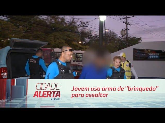 Jovem usa arma de ''brinquedo'' para assaltar casa em  Jaraguá