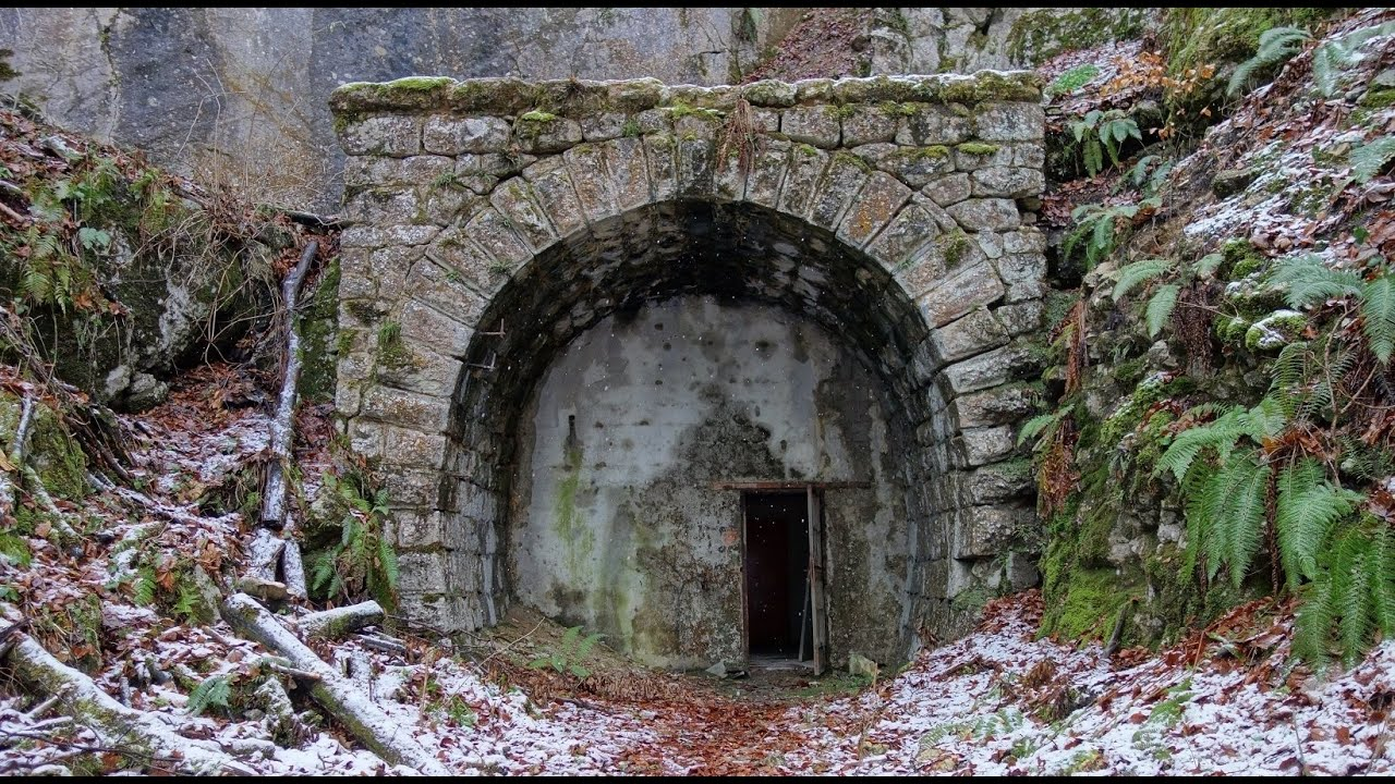 Bunker im Eisenbahntunnel - Bunker in the railway tunnel