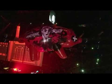 """Roger Waters Kansas City 2017 Us and Them Tour """"Pigs"""""""