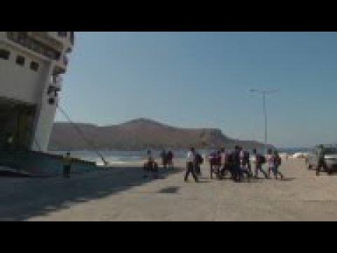 Migrants leave tiny island of Leros