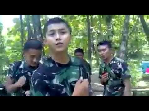 Lihat serunya TNI Ganteng Lipsing lagu