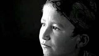 Las mujeres ante la guerra : Qualam
