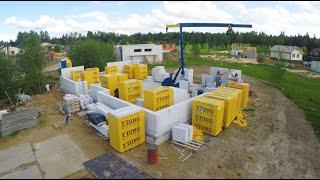 Дом c умом из газобетона с мини краном для кладки блоков