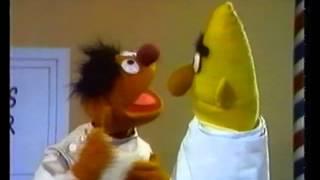 Sesamstraße - Ernie Als Friseur - Ernie & Bert
