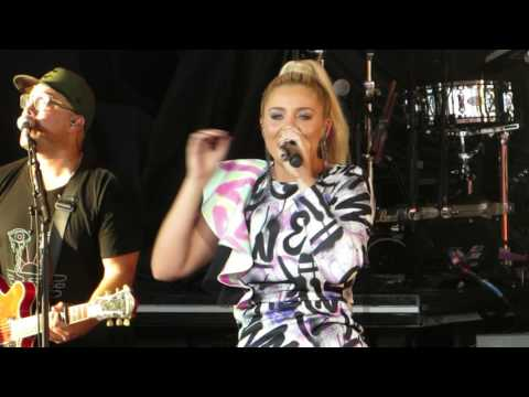 Lauren Alaina Road Less Traveled  @ PNC Arts Center