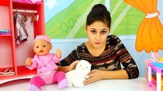 Ayşe Gül bebek ile parkta kedi sahipleniyor