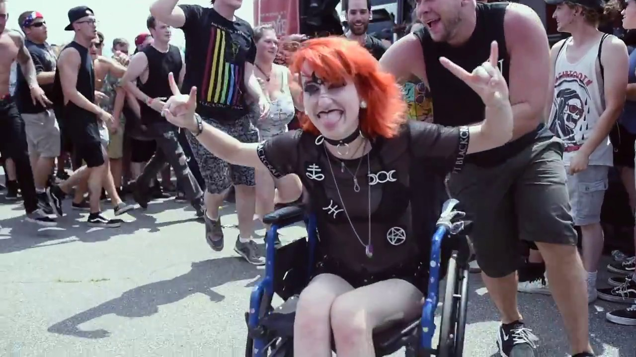 Fan in Wheelchair Starts Circle Pit 2018 Vans Warped Tour ...