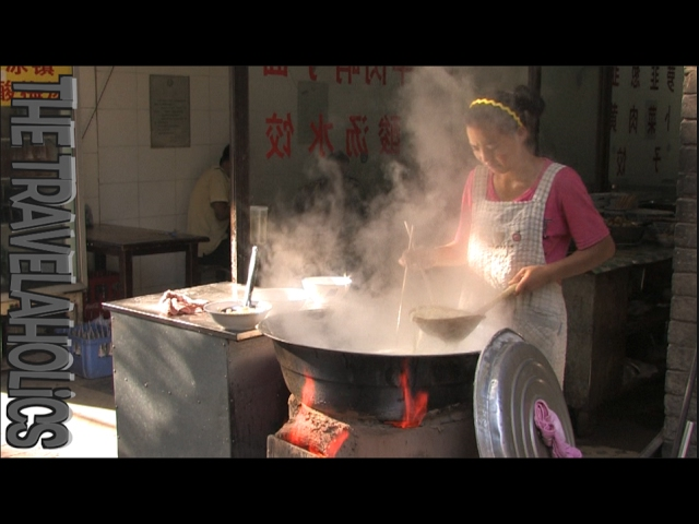 China Xi'an Muslim Quarter street food market 🇨🇳