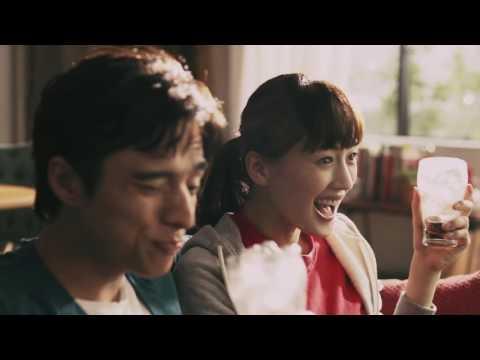 綾瀬はるか コカ・コーラ CM スチル画像。CM動画を再生できます。