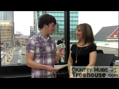 Joanna Mosca Interview - CountryMusicTreehouse.com