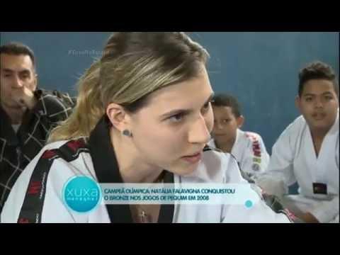 Menina de 10 anos supera doença e vira mais jovem faixa preta de taekwondo do Brasil