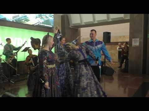 Русские народные песни и танцы от Иван-да-Марья ко Дню города Екатеринбурга 2019