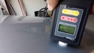 Měření tloušťky vrstvy laku na autě