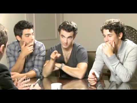Funniest/Awkward Jonas Brother interview EVER!!!!!!!!!!!!!