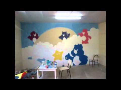 Video Desenharts  decorando uma sala de aula